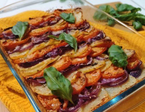 Patate cipolle e pomodori al forno – teglia golosa!