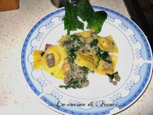 Ravioli con spinacini , carne trita e pancetta
