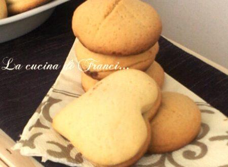 Biscotti a sorpresa con Nutella o marmellata(con fecola di patate)