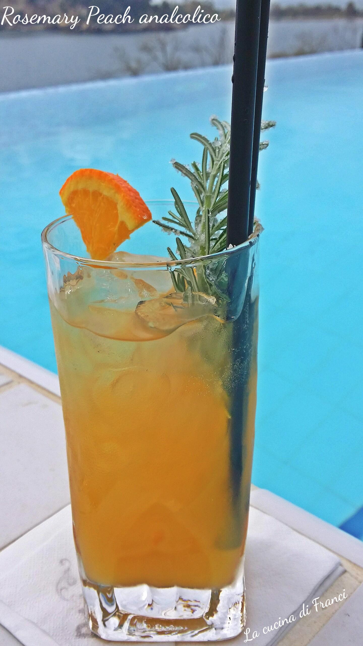 Cocktail analcolico pesca arancia e rosmarino 2