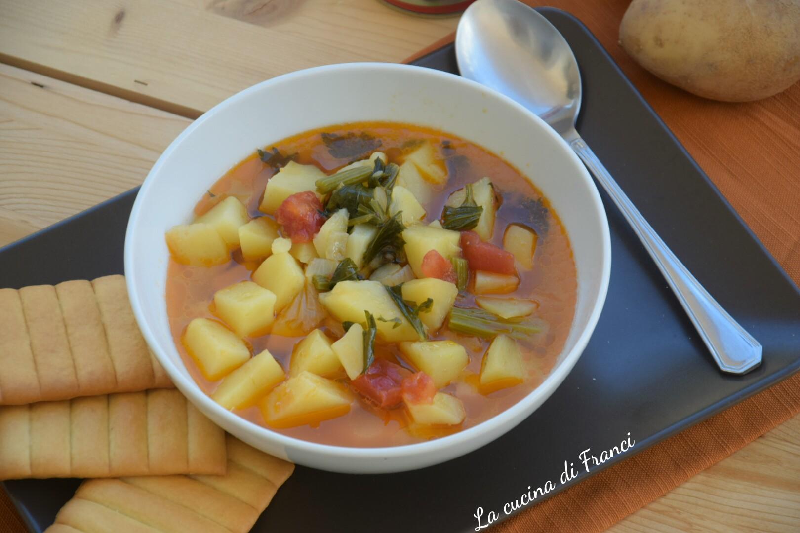 Zuppa di patate sedano e pomodoro