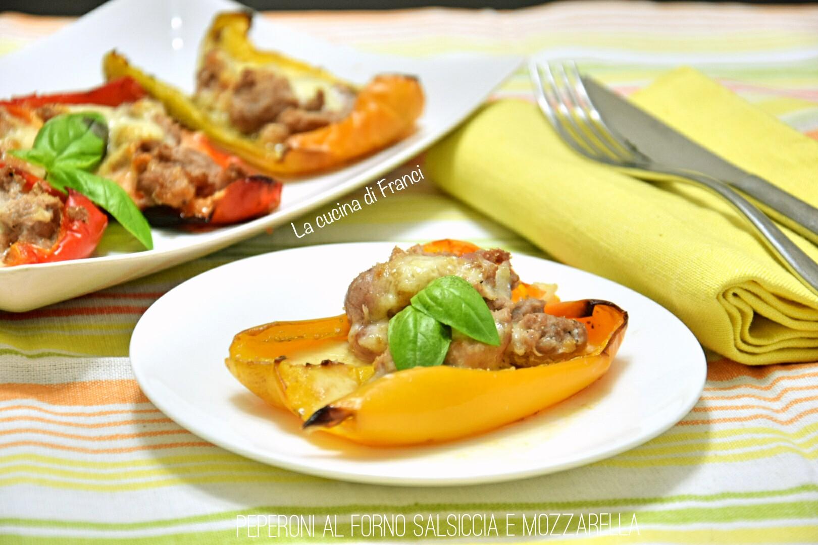 Peperoni al forno salsiccia e mozzarella 2