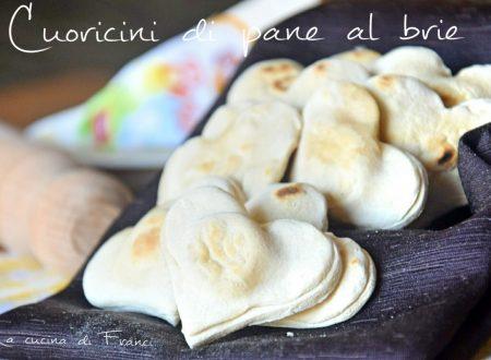 Cuoricini di pane al brie