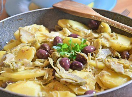 Carciofi patate e olive nere