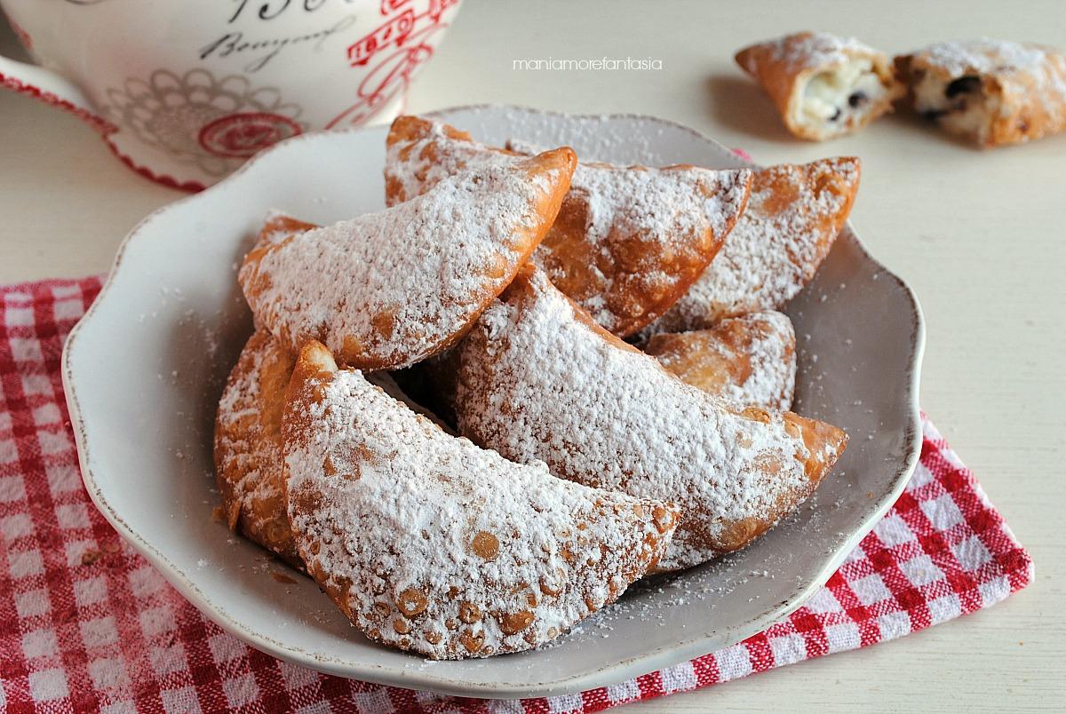 cassatelle di carnevale, ravioli dolci fritti con crema di ricotta