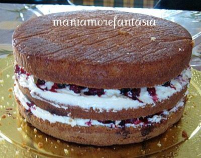 Sponge cake con chantilly e frutti di bosco