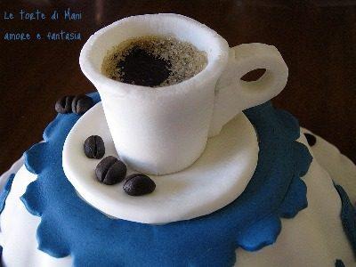 Una tazzina di caffè sulla torta