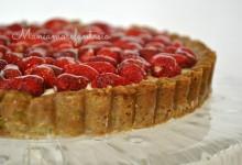Crostata di pistacchi, panna cotta e fragoline