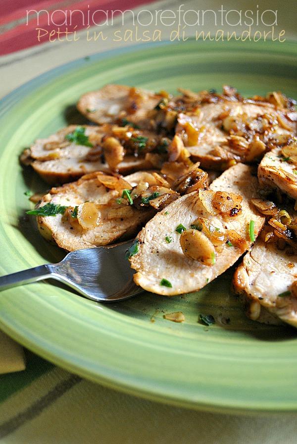 petti di pollo in salsa di mandorle