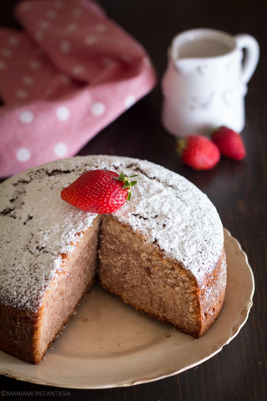torta fior di fragola con panna e fragole frullate