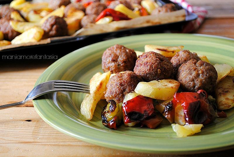 polpette con peperoni e patate al forno
