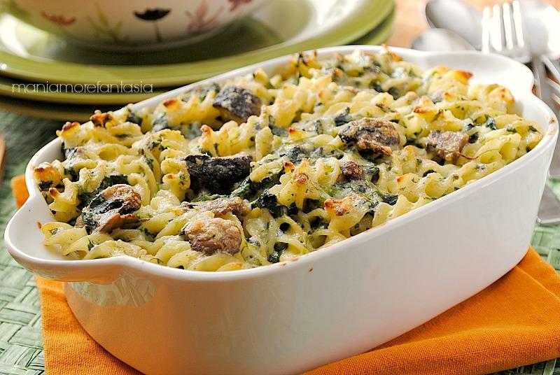 pasticcio di pasta con funghi e spinaci
