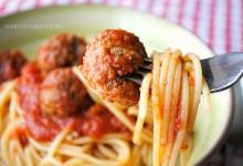 Spaghetti con le polpette (Spaghetti with meatballs)
