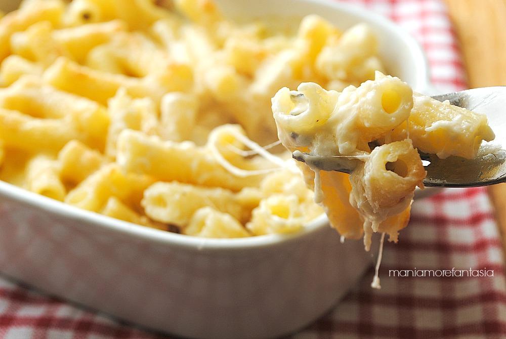 macaroni and cheese, maccheroni cremosi al formaggio