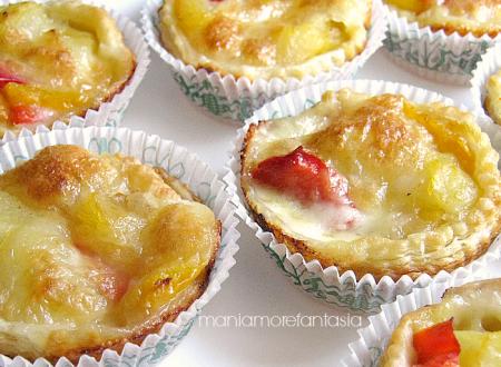 Tartellette salate di sfoglia con peperoni e patate