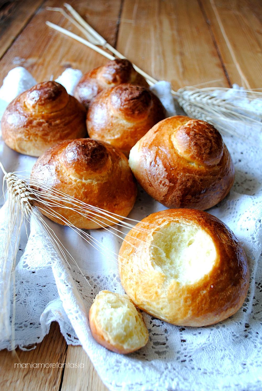 Brioche siciliane col tuppo l 39 impasto perfetto per una dolce colazione - Impasto per tavola calda siciliana ...