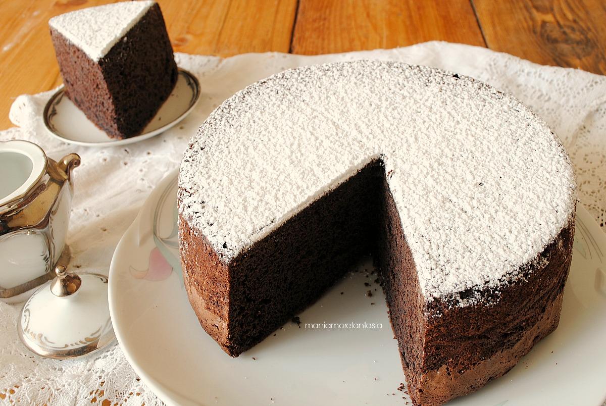 Torta con panna da cucina e cioccolato