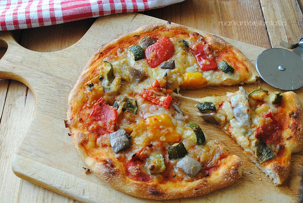 pizza con zucchine peperoni e melanzane