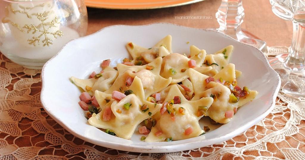stelle di pasta ai due prosciutti e pistacchi, ricetta natalizia