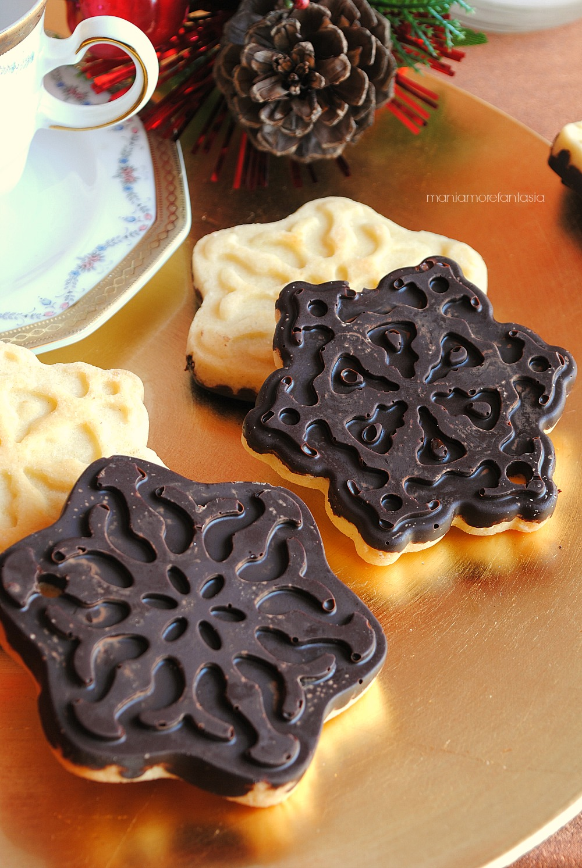 cioccobiscotti, biscotti ricoperti di cioccolato fondente