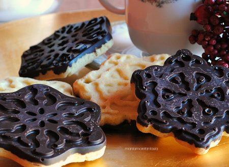 Cioccobiscotti, biscotti ricoperti di cioccolato