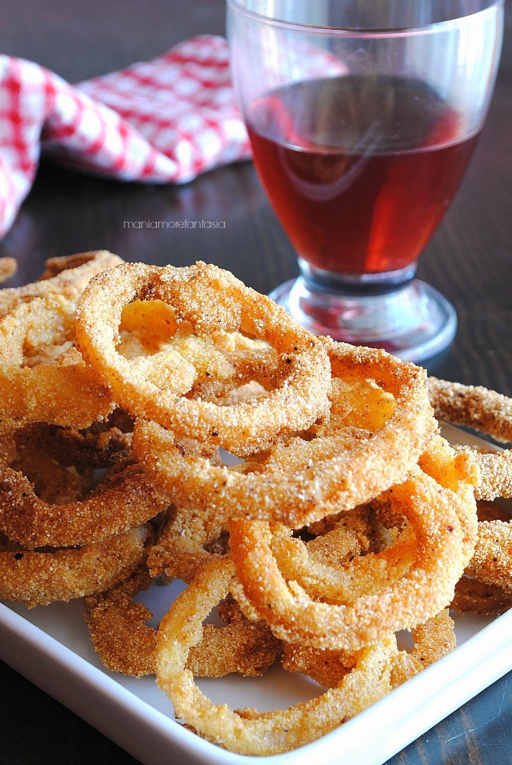 anelli di cipolla croccanti fritti