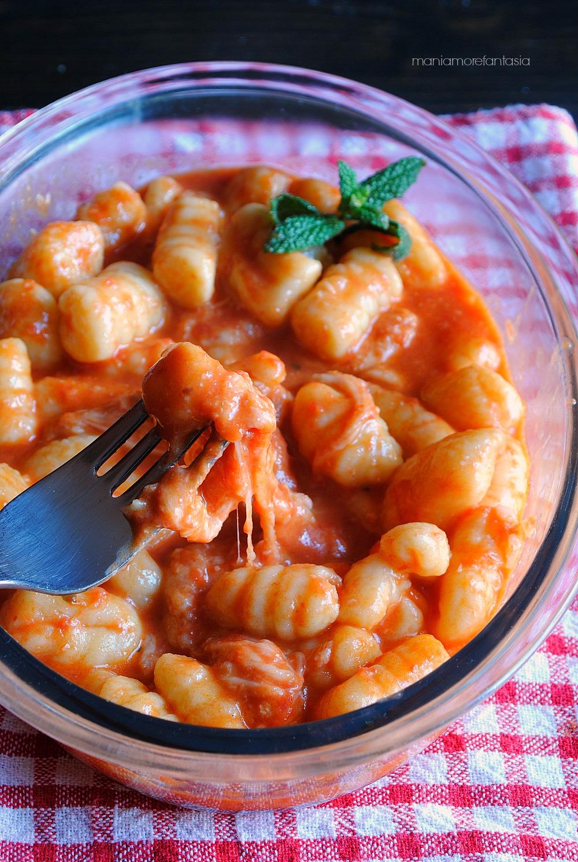 Ricetta Gnocchi Sugo E Mozzarella.Gnocchi Alla Sorrentina Primo Piatto Con Sugo Si Pomodoro E Mozzarella