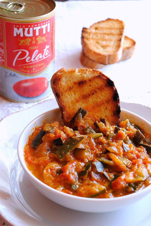Zuppa di zucchine e stracciatella d'uovo