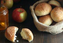 Panini dolci e soffici con impasto alle mele