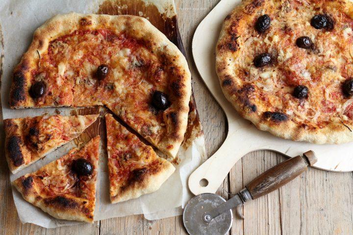 pizza paesana rustica con cipolle e caciocavallo
