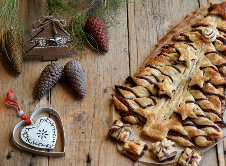 Albero di pasta sfoglia e nutella, dolce di Natale