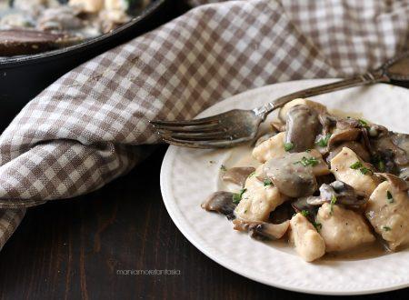 Bocconcini di pollo cremosi ai funghi