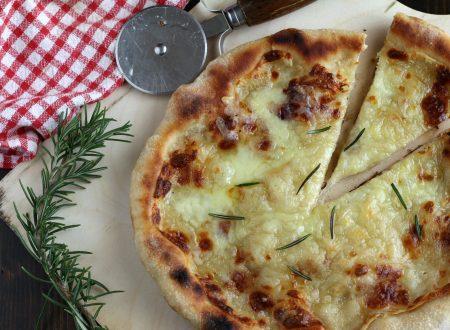 Pizza biancaneve, a tutta mozzarella!