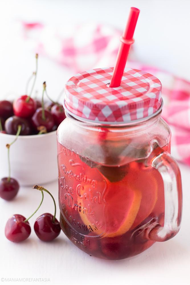 acqua depurativa alle ciliegie, infused water