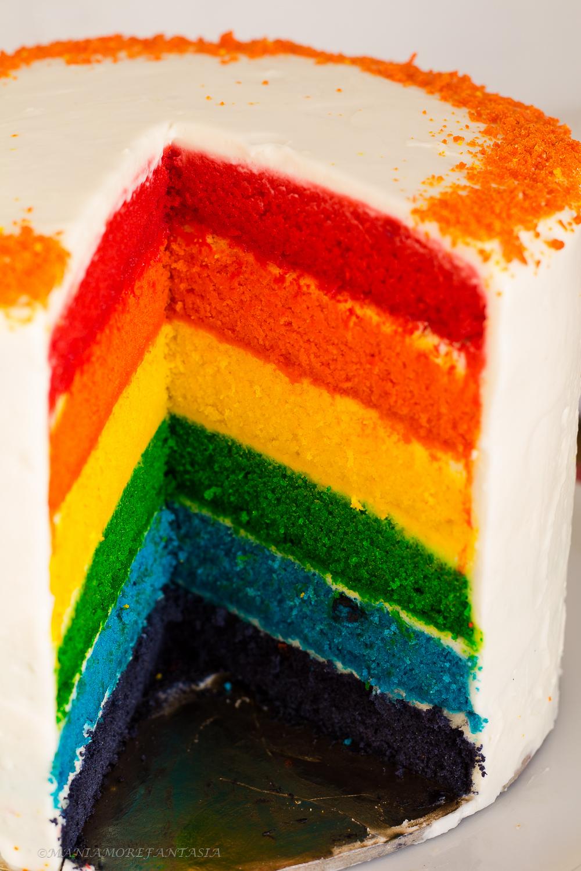 torta arcobaleno con crema al latte
