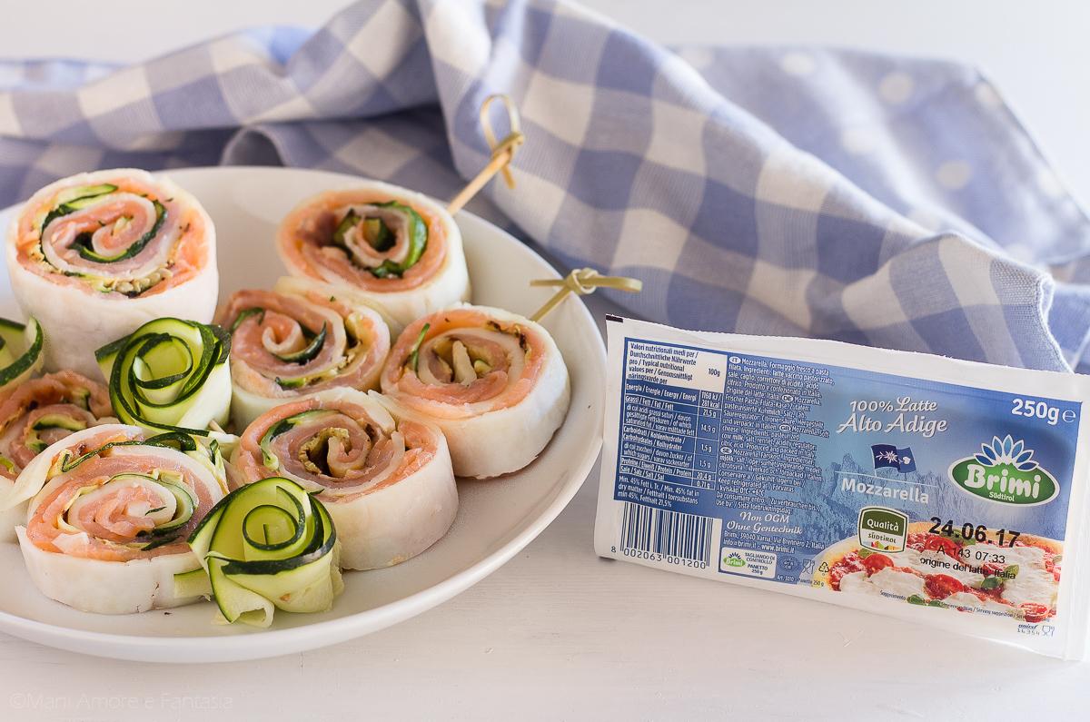 rotolo di mozzarella con salmone e zucchine