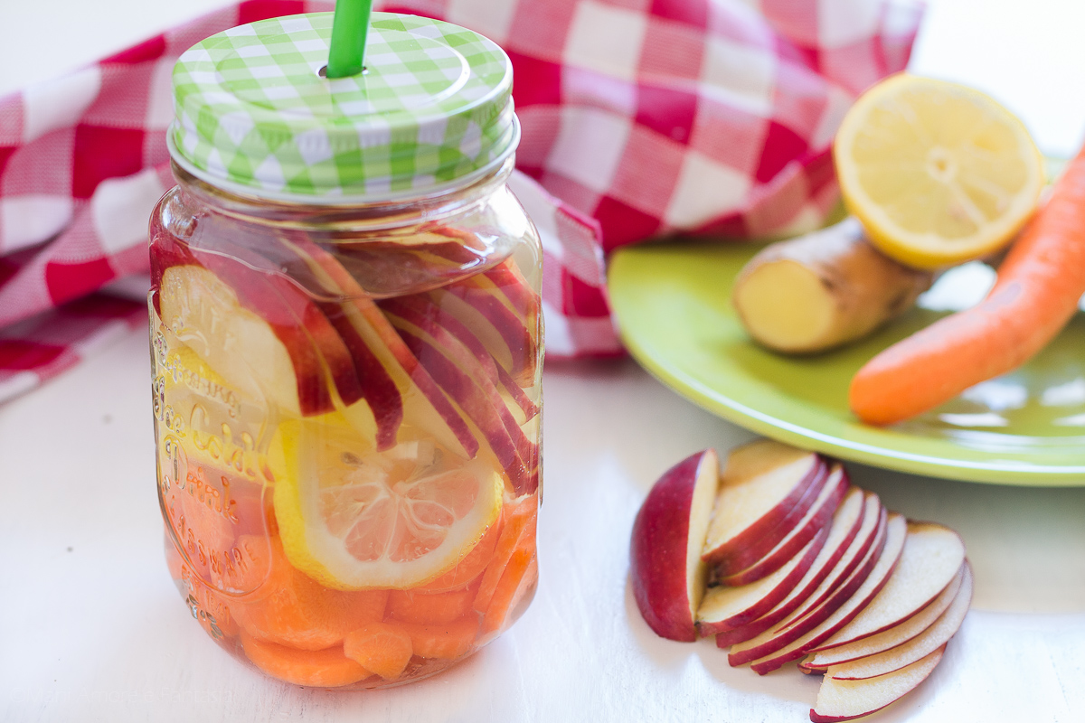 acqua detox mele e carote dolce senza zucchero