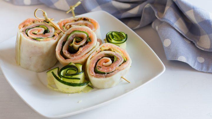 rotolo di mozzarella zucchine e salmone