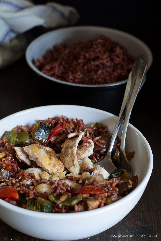 riso rosso e ratatouille di verdure con pollo