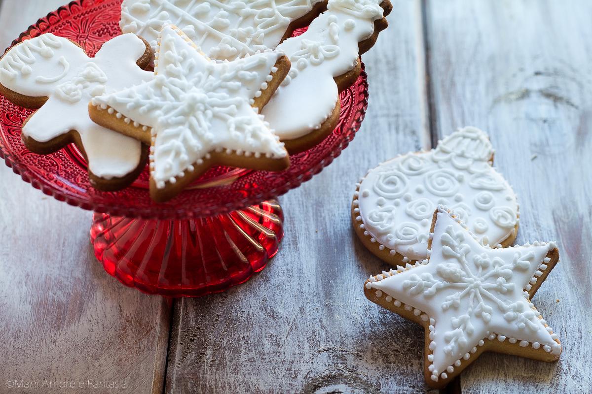 biscotti natalizi decorati con ghiaccia
