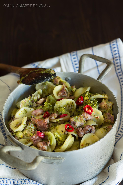 orecchiette salsiccia e broccoletti