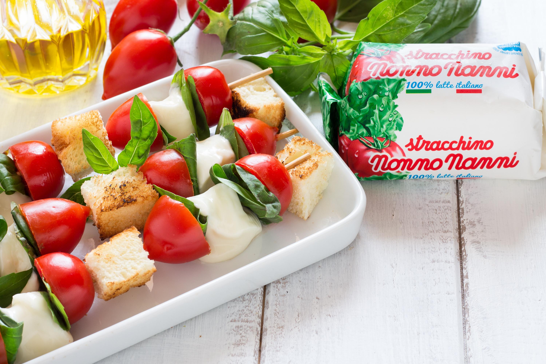 spiedini stracchino e pomodori