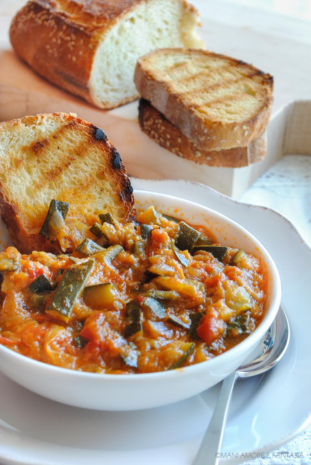 zuppa di zucchine uova e pomodori