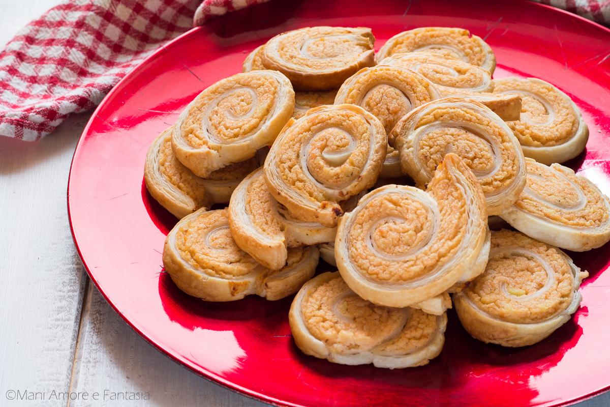 girelle di pasta sfoglia con salmone e patate