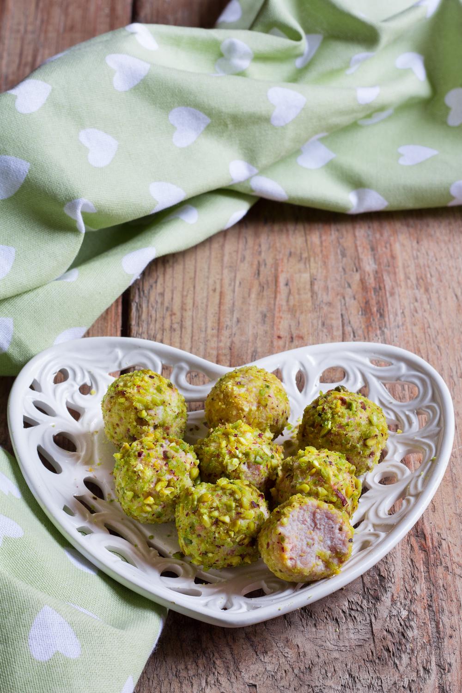 tartufi salati ricotta e mortadella