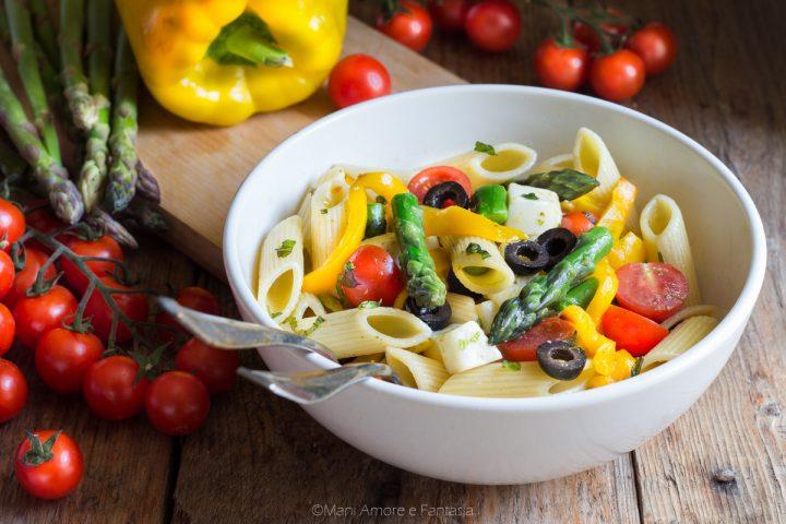 insalata di pasta con asparagi e peperoni