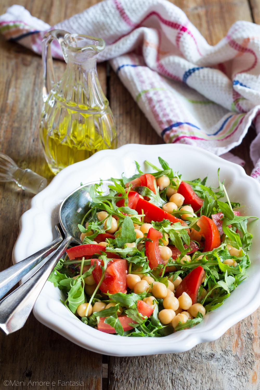 insalata di ceci rucola e pomodori