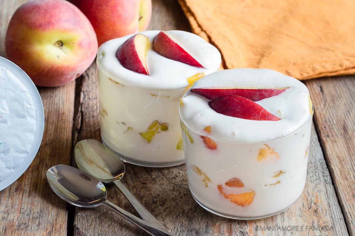 crema meringata con yogurt e pesche