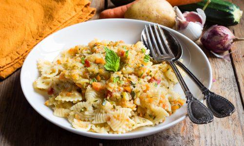 PASTA AL RAGU' DI VERDURE, un piatto fresco, leggero e saporito!