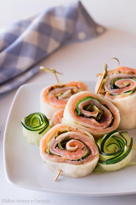 rotolo di mozzarella con zucchine e salmone